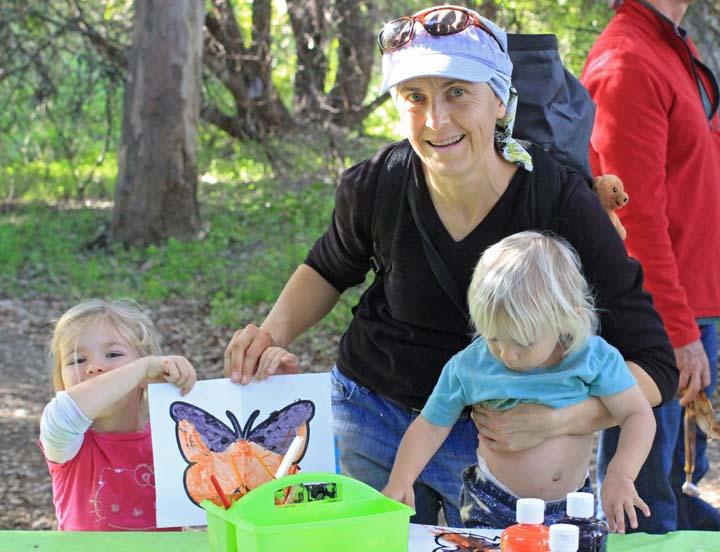Woman & 2 kids x
